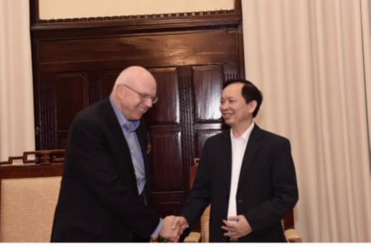 Deputy Governor Dao Minh Tu meets AIIB Director for Group